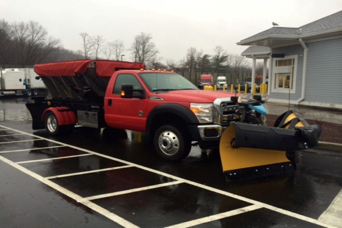 truck body with snow plow